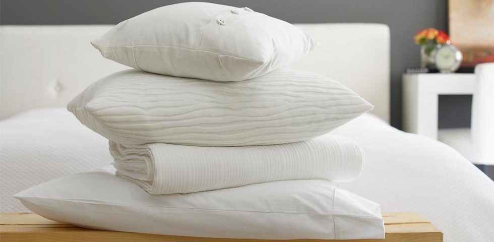 gallery-1509733762-index-how-to-clean-a-pillow-2-980x480.jpg